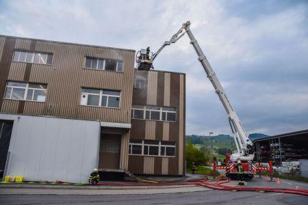 Hauptübung 17.05.2019 Einsatz regionaler Hubretter der Feuerwehr Emmen.jpeg
